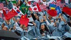 Mỹ bất ngờ hủy kế hoạch trục xuất sinh viên quốc tế học trực tuyến về nước