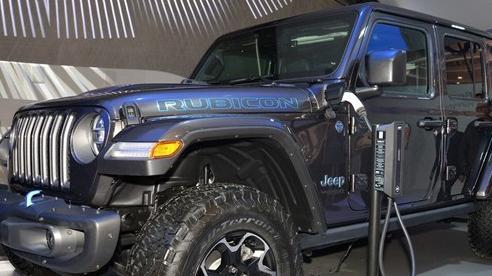 Jeep Wrangler mới lộ diện trả đũa Ford Bronco