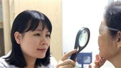 Kiến khoang tái xuất, bác sĩ chỉ cách phân biệt thương tổn da với bệnh zona