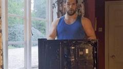 Rảnh rỗi ở nhà, 'chàng Geralt' Henry Cavill tự tay lắp PC cực khủng để chiến game