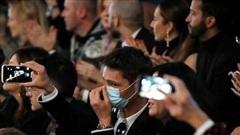 D&G cấm ôm và hôn gió trong show diễn thời trang mới nhất