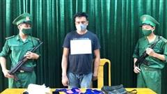 Bắt đối tượng người nước ngoài vận chuyển 8.000 viên ma túy