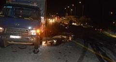 Tông vào xe tải, hai thanh niên tử vong tại chỗ