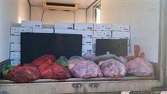 Bắt giữ xe tải chở 3,5 tấn sản phẩm động vật không rõ nguồn gốc