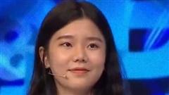 Nữ sinh 'Đường lên đỉnh Olympia' gây xao xuyến vì xinh xắn, thạo bán hàng online