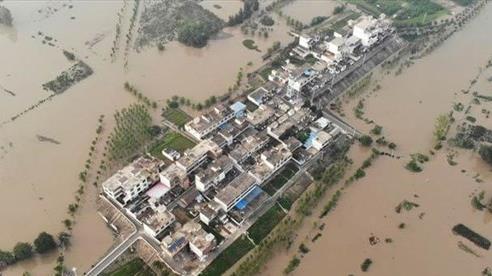 Trung Quốc chi thêm trăm triệu đô cứu trợ lũ lụt, nhiều nước động viên