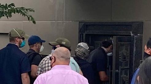 Lực lượng Mỹ phá cửa vào lãnh sự quán Trung Quốc ở Houston