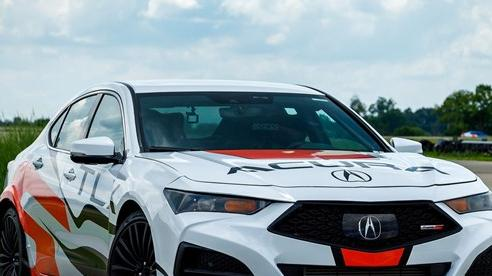Acura TLX Type S phả 'hơi nóng' lên BMW M340i và Mercedes-AMG C 43