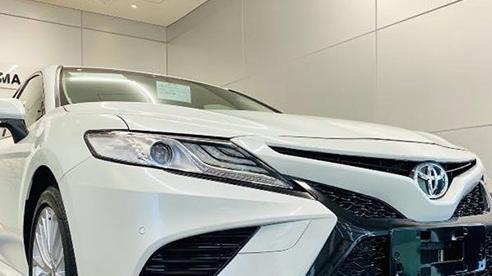Chủ xe Toyota Camry chi hơn 20 triệu đồng độ kiểu xe nhập Mỹ