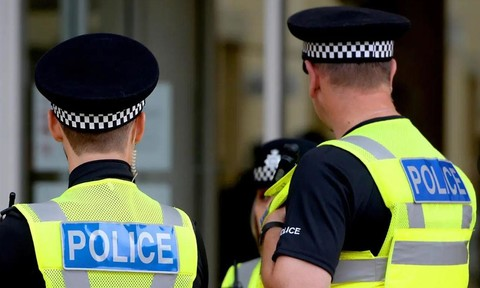 Cựu Bộ trưởng Anh bị bắt vì cáo buộc hiếp dâm