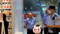 Con gái ăn cắp đồ chơi tại cửa hàng nhưng không chịu nhận tội, hành động của người mẹ khiến cư dân mạng vỗ tay rần rần