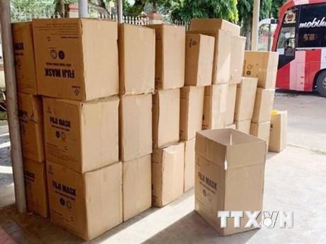 Đắk Lắk: Phát hiện ôtô chở 50 thùng khẩu trang y tế không rõ nguồn gốc
