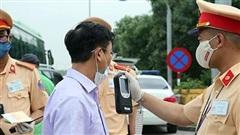 Cảnh sát giao thông có được yêu cầu dừng xe khi đang lưu thông trên đường cao tốc?