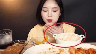 Cộng đồng mạng xứ Trung phẫn nộ về việc nữ YouTuber Mukbang nổi tiếng Hàn Quốc có vẻ như 'giả vờ ăn' trong vlog