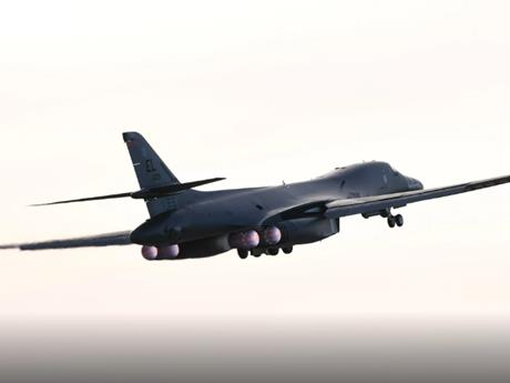 Nga điều tiêm kích chặn máy bay ném bom của Mỹ trên Biển Okhotsk
