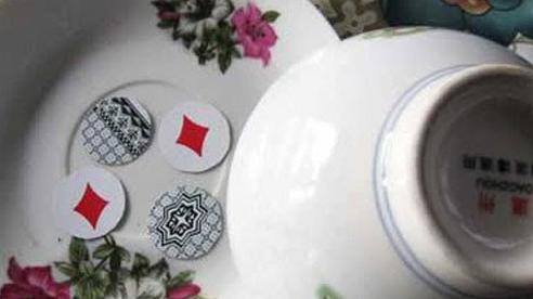 Phát hiện 9 người tụ tập đánh xóc đĩa ăn tiền giữa mùa dịch Covid-19