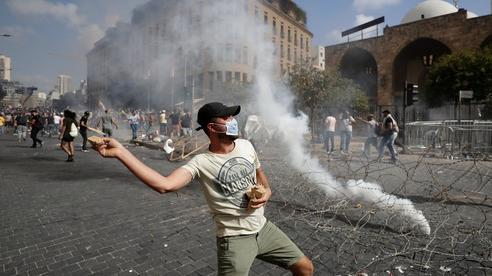 Lebanon: Biểu tình dâng cao tại Beirut, hai bộ trưởng từ chức