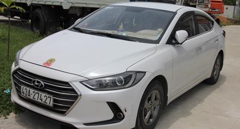 Ô tô grab chở khách trốn khỏi Đà Nẵng