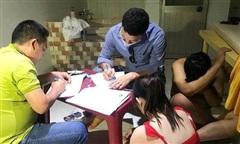 Phát hiện 3 cơ sở massage có nữ nhân viên 'tắm tiên' với khách