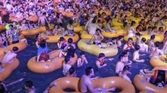Đại tiệc hồ bơi ở Vũ Hán: Người Trung Quốc còn quan tâm đến Covid-19?