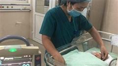 Thông tin mới nhất về sức khoẻ bé sơ sinh bị bỏ rơi dưới khe giữa 2 căn nhà ở Hà Nội