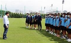 Lãnh đạo VFF gặp gỡ, động viên hai đội tuyển Quốc gia