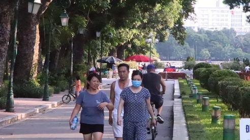 Người dân Thủ đô vẫn 'hồn nhiên' quên đeo khẩu trang khi đến công viên và các địa điểm vui chơi công cộng