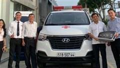 Ông Đoàn Ngọc Hải tự lái xe cứu thương chở bệnh nhân nghèo về quê miễn phí
