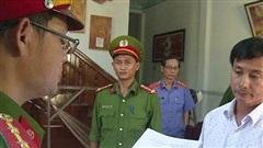 Bắt tạm giam cựu chủ tịch và cán bộ phường cấu kết sai phạm đất đai