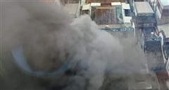 Cháy nhà trong hẻm, nhiều người ôm tài sản tháo chạy