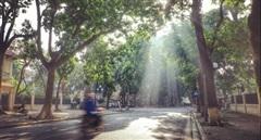 Tiếp tục nắng nóng, Hà Nội chiều tối có mưa giông