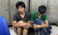 TPHCM: Hình sự đặc nhiệm truy đuổi, bắt nóng 2 tên cướp giật