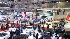 Sản xuất ô tô trong nước sụt giảm