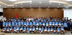 Lãnh đạo Liên đoàn Bóng đá Việt Nam gặp gỡ hai đội dự tuyển nữ trẻ Quốc gia