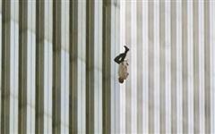 Bí ẩn về bức ảnh người đàn ông nhảy lầu trong thảm họa 11/9 gây ám ảnh người xem