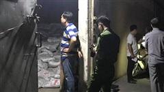 Vụ hàng trăm bao phân trong kho Sóng Thần đổ sập, đè 2 người chết: Lật từng bao tìm kiếm nạn nhân