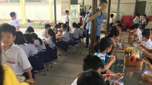 Nhiều học sinh tại TP.HCM nhập viện nghi do ngộ độc thực phẩm