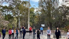 Cựu du học sinh Việt Nam tại Australia đi bộ gây quỹ vì trẻ em nghèo