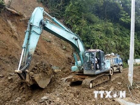 Điện Biên: Sạt lở hơn 2.300 m3 đất đá, Quốc lộ 279 tắc đường gần 4 giờ