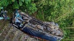 Tin tai nạn giao thông mới nhất ngày 15/9/2020: Xe tải lao xuống vực ở Thanh Hóa, 1 người chết