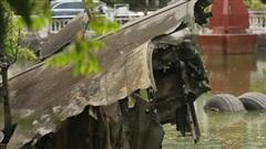 Ảnh: Cận cảnh chiếc máy bay B52 bị bắn rơi, nằm giữa lòng hồ ở Hà Nội suốt 48 năm