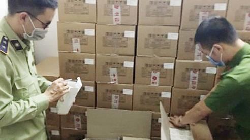 Phát hiện hàng trăm thùng thực phẩm chức năng, mỹ phẩm nhập lậu tại Hà Nội