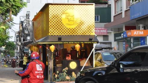 Hà Nội: Quầy bán bánh trung thu 'mọc lên như nấm' dọc vỉa hè, sân chung cư