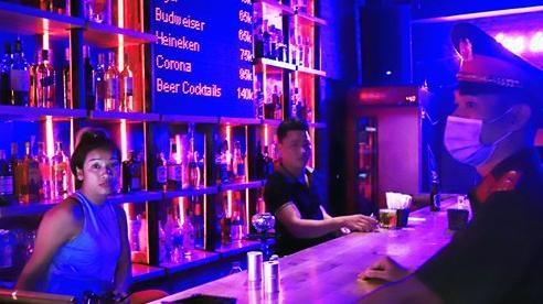 Trước giờ đón khách, quán bar, karaoke chấp hành nghiêm quy định phòng dịch