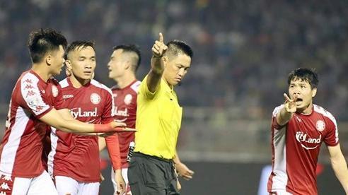 Hà Nội FC - TPHCM: Đội bóng của Công Phượng có bị trọng tài 'phá'?