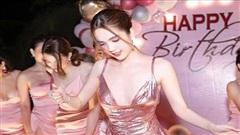 Ngọc Trinh đón sinh nhật sớm tại Hạ Long