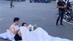Cơ quan chức năng lên tiếng về vụ việc cặp đôi mang chăn gối ra đường chụp ảnh cưới gây xôn xao
