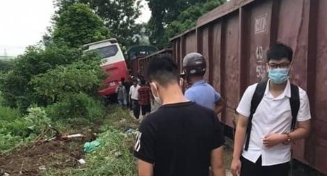 Tình trạng học sinh trong vụ va chạm giữa tàu hỏa và xe đưa đón