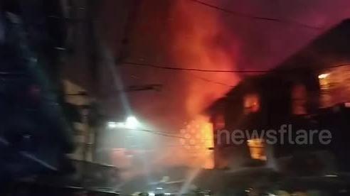 Philiipines: 15 ngôi nhà cháy rụi trong vụ hỏa hoạn từ sạc điện thoại