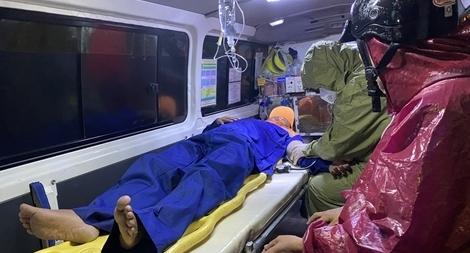 Sóng đánh chìm 4 tàu cá, 3 người mất tích do mưa lũ ở Đà Nẵng